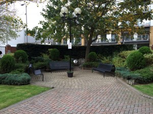 Totteridge House circular garden